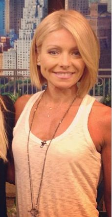 Kelly Ripa Chops Her Hair Off & It's Bound to Inspire Other Moms ...