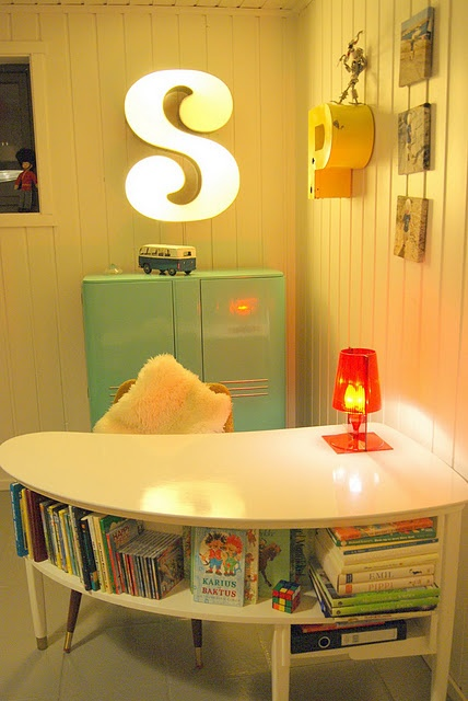 love this curving little desk with the shelf!