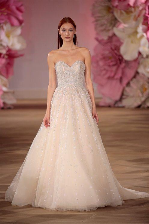 A New York hanno avuto inizio le sfilate Bridal Primavera Estate 2017. Anche per questa nuova stagione, la proposta per le future spose è