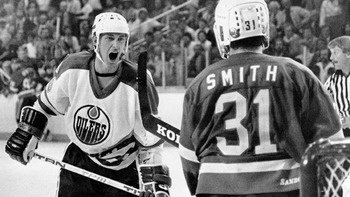 The great Wayne Gretzky and the feisty Billy Smith have words | Edmonton Oilers | New York Islanders | NHL | Hockey