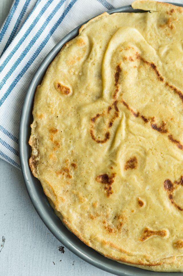 Grove madpandekager - pandekager lavet med fuldkornsmel. Disse madpandekager er perfekte med vegetarisk bønnefyld, guacamole og grønt.