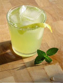 Domácí osvěžující limonáda s čerstvou mátou | Home-