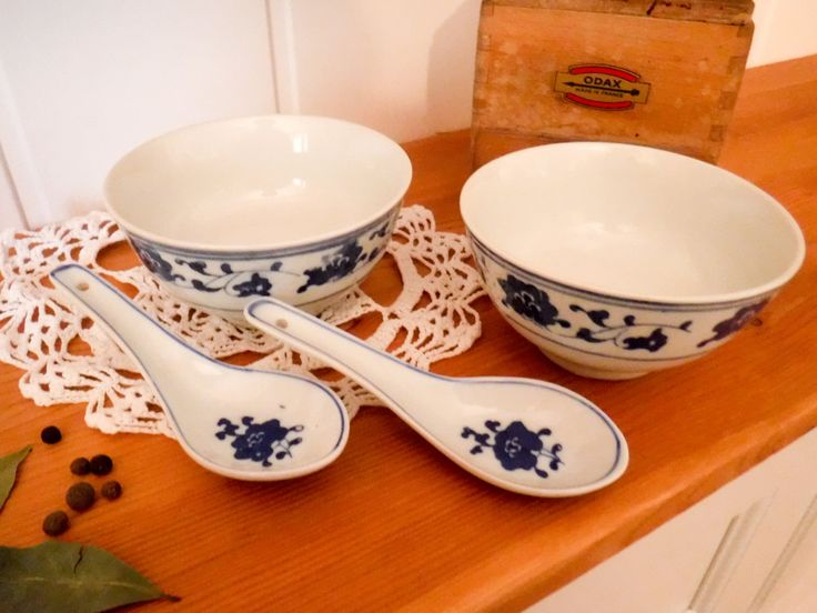 Two rice bowls with spoons / chinese bowls / soup bowls / blue and white china / china bowls / ceramic spoons /  floral porcelain by GrandmasOldStories on Etsy