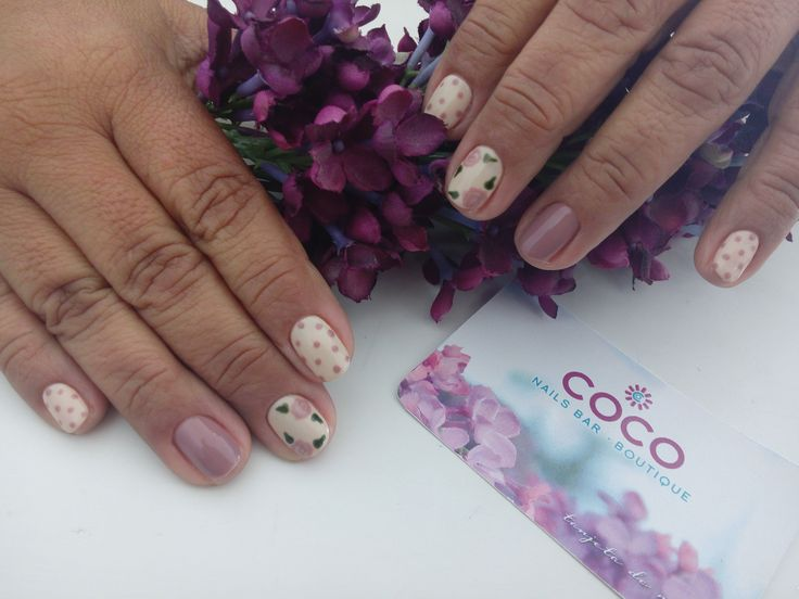 Gelish- Need a Tan  and flowered design