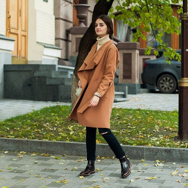Who knew camel coat would go so well with ripped jeans! 😍 Дырявые джинсы и классическое бежевое пальто на запах? #блогерытакиеблогеры 😅 // @liketoknow.it www.liketk.it/22AJu #liketkit 💌