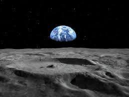 Um zu realisieren, wie wertvoll unsere Umwelt ist und dass wir unseren Lebensraum alle zusammen teilen, musst die Menschheit zuerst Abstand nehmen und alles von aussen betrachten.