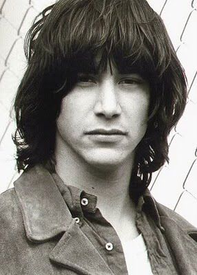 WHY DO WE LOVE KEANU? Because we all had this haircut in the early 80s. Oh yes we did. (chicfoo) keanu