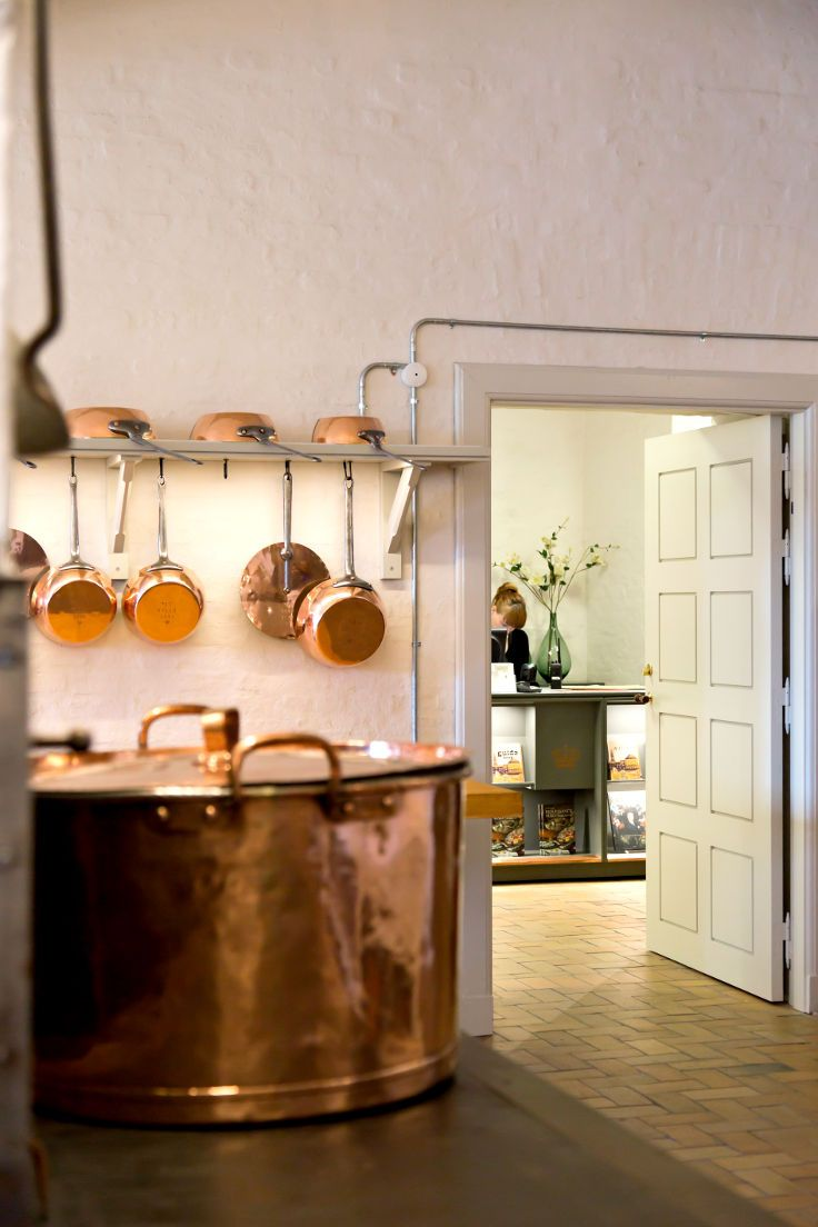 Royal Kitchen @ Christiansborg with fire door replica by Vahle Doors