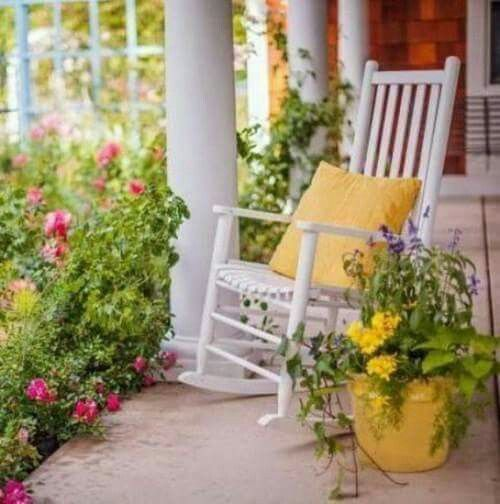Relaxing In A Rocker On The Front Porch!!! Bebeu0027!