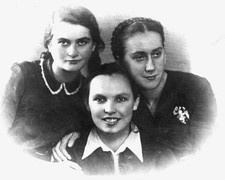 Full imageUsing false papers to conceal their Jewish identities, the young women known as the kashariyot smuggled documents, weapons, newspapers, money, medical supplies, news, forged identity cards, ammunition—and other Jews—into and out of the ghettos, providing a lifeline of information and secret services for their fellow Jews during the Holocaust. Pictured here are three of these courageous couriers, (L to R): Tema Sznajderman, Bela Hazan and Lonka Korzybrodska, all members of the…
