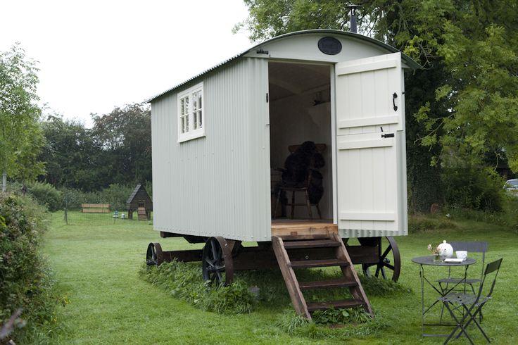36 best shepherd 39 s hut images on pinterest gypsy caravan for Small garden huts