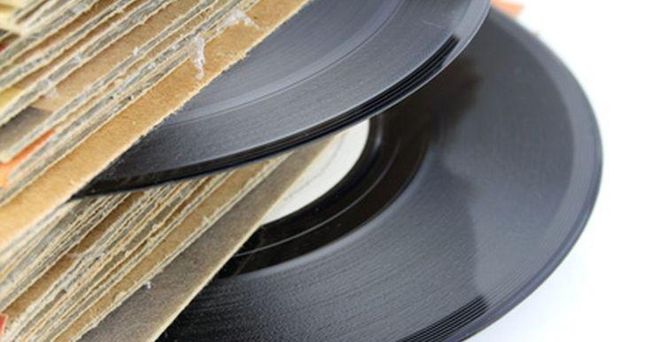 Como construir uma caixa simples para discos de vinil. Se a sua coleção de discos de vinil está crescendo além do seu controle, você precisará de espaço para guardá-la. Existem diversas opções de armazenamento, como prateleiras, cestas de plástico ou caixas de papelão. Mas uma das mais agradáveis esteticamente é a clássica caixa de madeira.