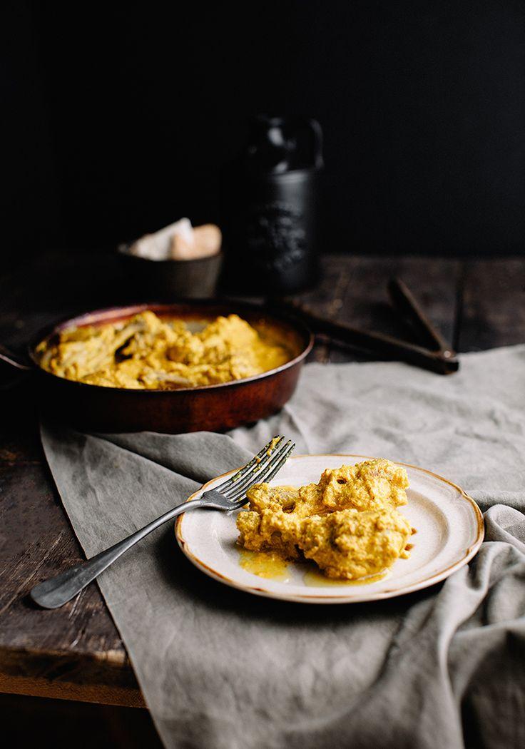 Du poulet jaune flash qui est délicieux avec du riz et des petits légumes cuits à la vapeur.
