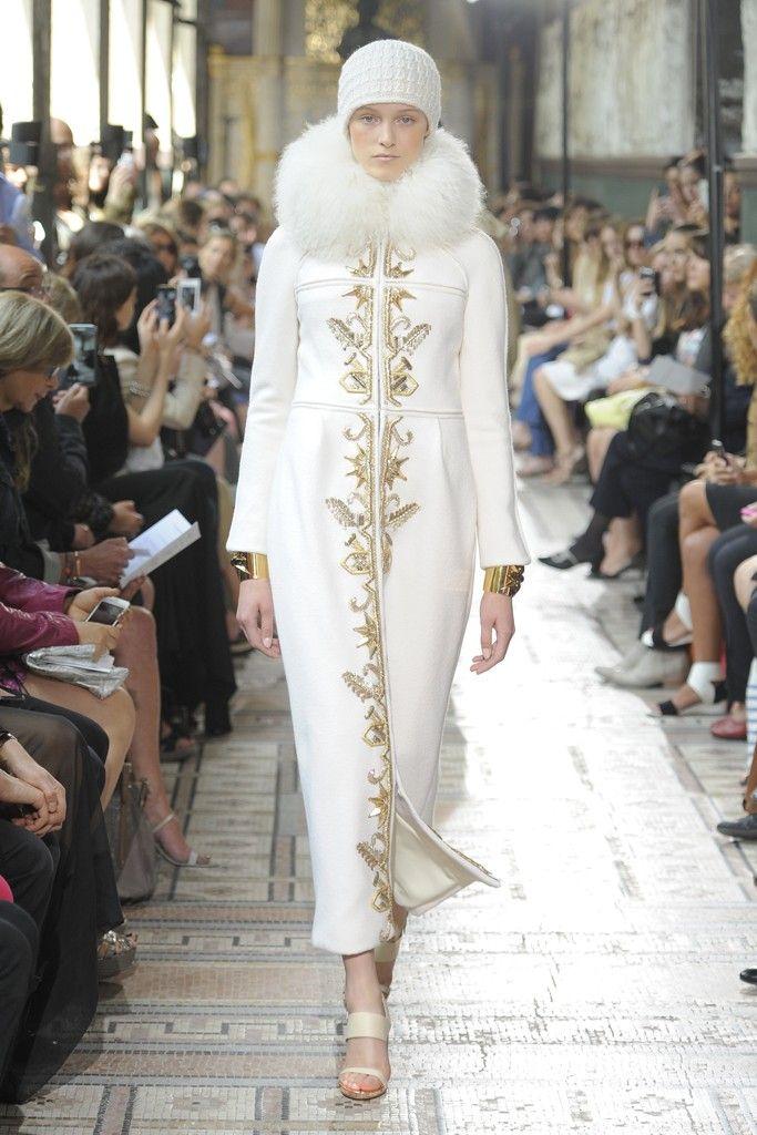 1920s art deco golden embellished fur collar white coat dress i christophe - Pinterest couture deco ...