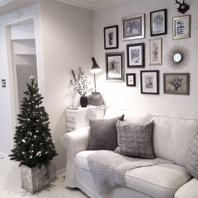 k.home1224さんの、壁/天井,IKEA,クッション,ヤコブセン,ホワイトインテリア,絵画,クリスマスツリー,ファー,冬支度,モノトーンインテリア,IGやってます,グレー好き,海外インテリア好き,のお部屋写真