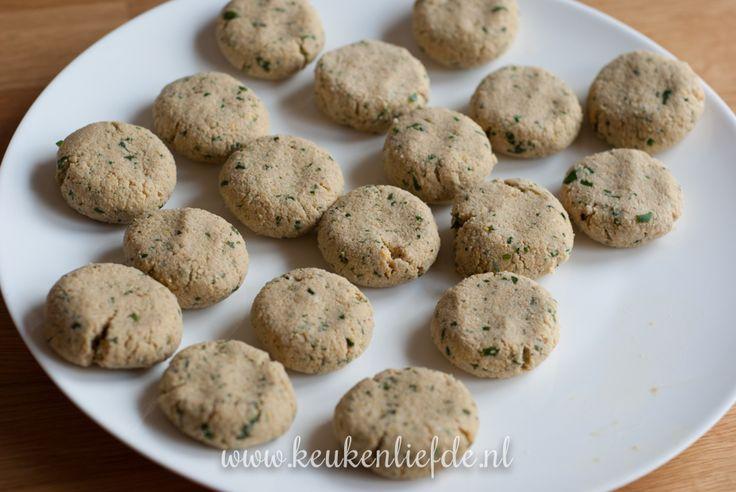 Zelfgemaakte falafel, gebakken in koekenpan of frituurpan - Keukenliefde