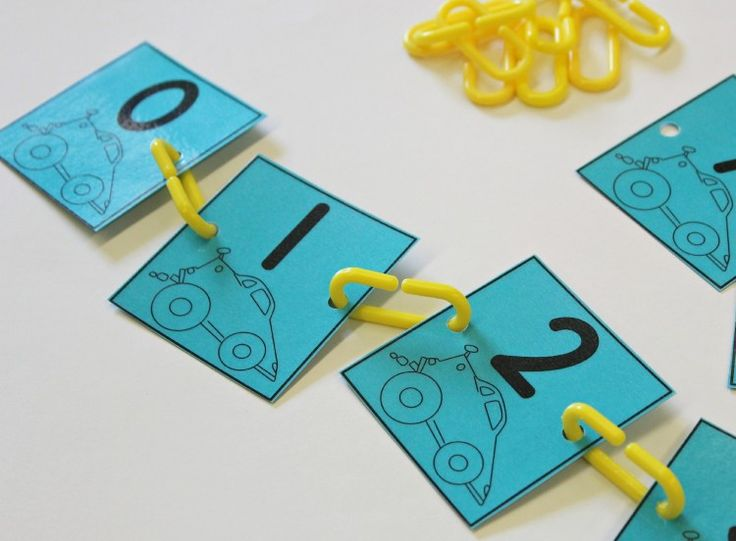 FREE black and white (save your color ink!) linking numbers for number order activities.