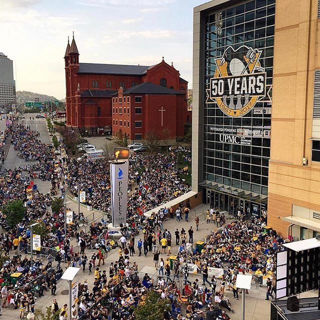 It's a big screen night in #Pittsburgh! @penguins return home to @ppgpaintsarena for Game 3 against the @capitals : @eriktomalis #penguins #hockey #nhl #playoffs #wpxi