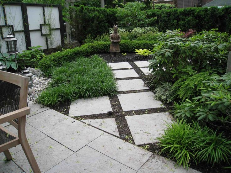 of pavers in mulch pea gravel