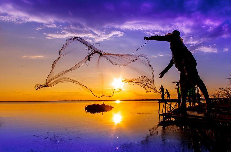 Fisherman of Thailand by nantaphon Chaiyaphum, via 500px