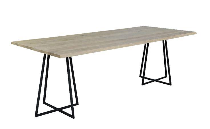 Mooie eettafel gemaakt van #eikenhout. Het rustieke houten blad geeft #tafel Ferro een stoere look. De unieke metalen poot maakt het plaatje helemaal af. Staat geweldig in een industrieel interieur! Bekijk deze stoere tafel van Vermeer bij van de Pol Meubelen.