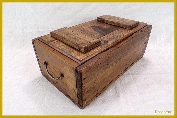 Caisse En Bois Ancienne Avec Deux Poignee En Laiton Et Couvercle Vintage France Vintagefr Decorative Boxes Storage Decor