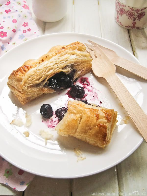 Short-cut Blueberry Turnovers (Puff Pastry)