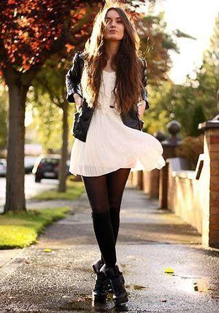 白ワンピ×黒タイツの着こなし(レディース)海外スナップ | MILANDA                                                                                                                                                                                 もっと見る