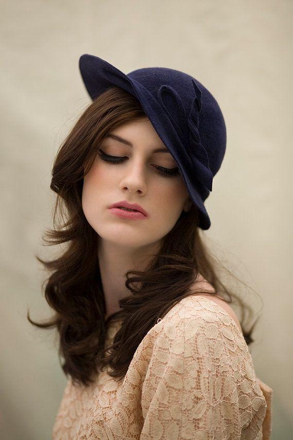 Chapeau de feutre de l'inclinaison par MaggieMowbrayHats sur Etsy, £185.00