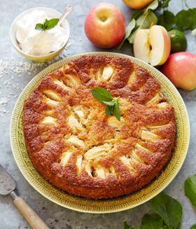Glutenfri: Bag en skøn æblekage med kokos og mandler. Servér kagerne varme med flødeskum eller vaniljeis til. Kagen er også god til glutenallergikere