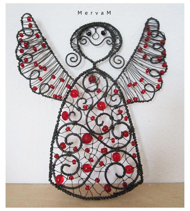 Andělka Malinová Drátovaná Andělka, je vyrobena ze železného drátu. Je zdobena…