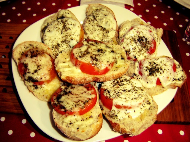 Bruschettas de Tomate e Mozzarella