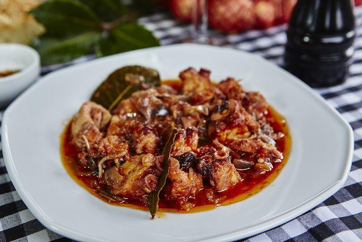 Χταπόδι στιφάδο | Octopus stew with onions