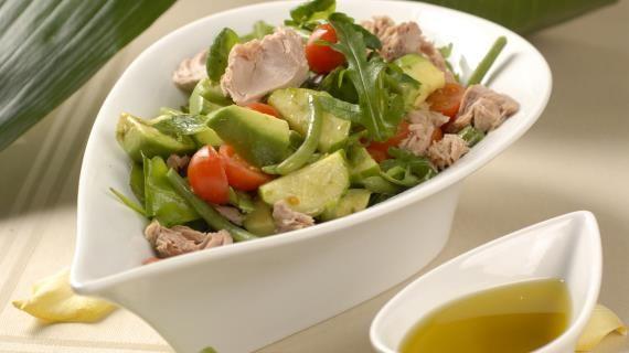Овощной салат с консервированным тунцом, пошаговый рецепт с фото