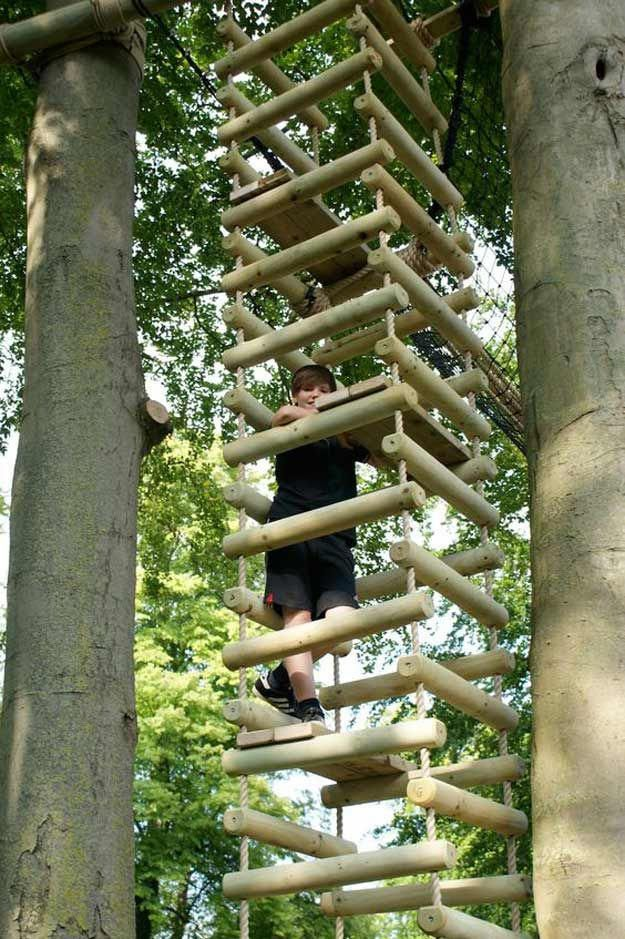 Four-Sided Rope Ladder | 15 Awesome Treehouse Idea…