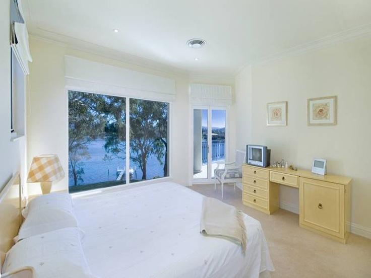 Daleys Point house: main bedroom.