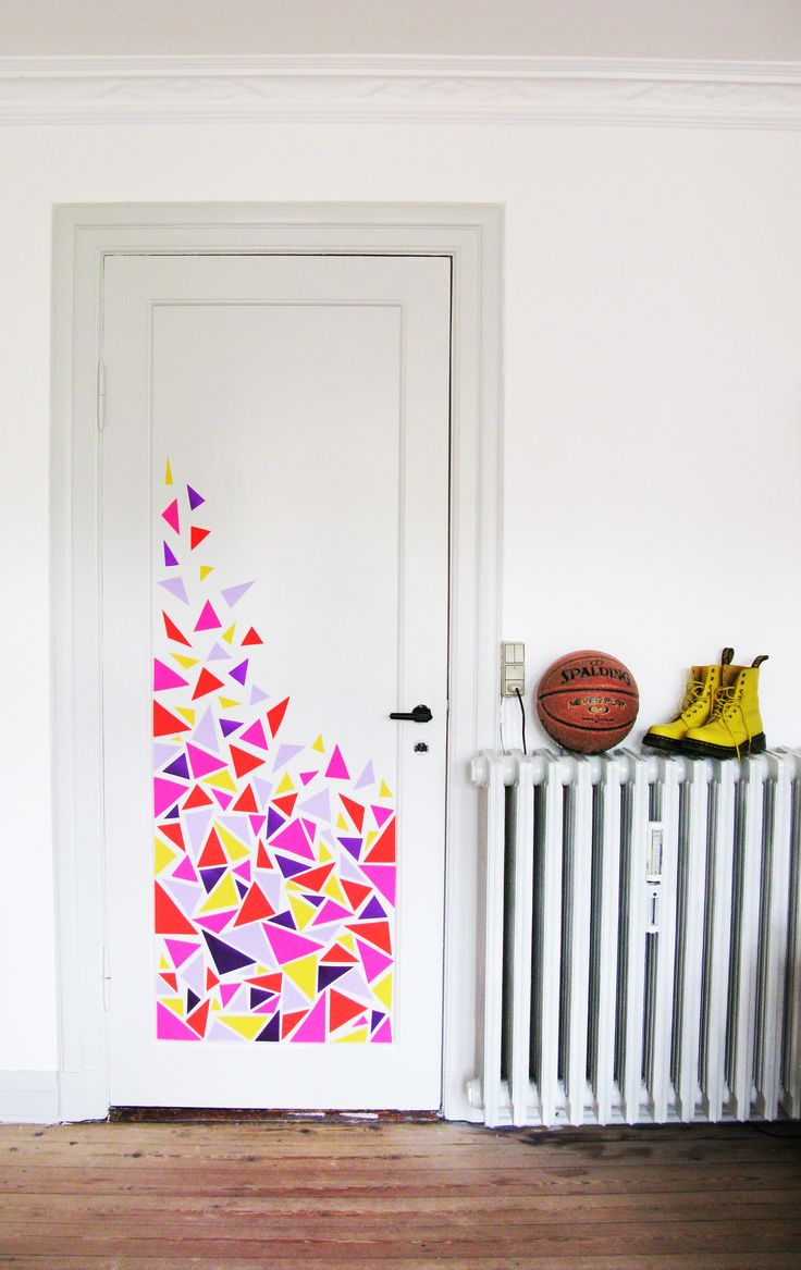 Triangle wall decor for the door