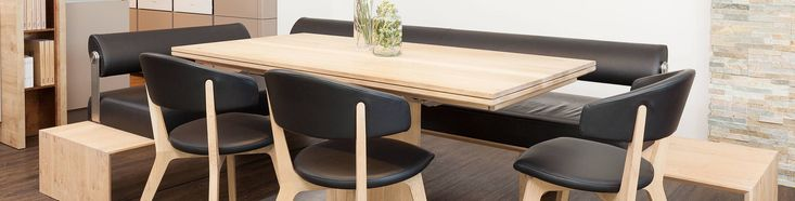 In einer Küche, da lässt man sich gerne nieder. Und mag nicht mehr aufstehen, weil es sooo gemütlich ist! https://www.olina.com/sitzmoebel/?utm_content=buffer8e39c&utm_medium=social&utm_source=pinterest.com&utm_campaign=buffer