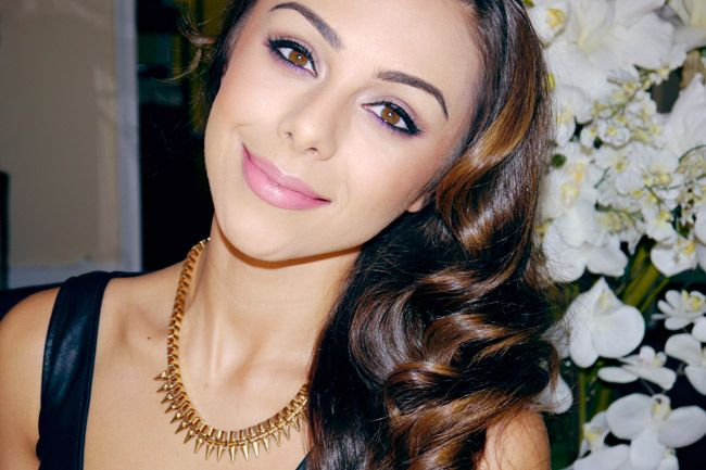The Secrets to Annie Jaffrey'sSuperSuccessful YouTube Beauty Channel