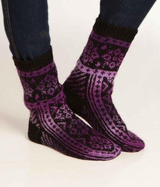 Fryser du på føttene? Sjekk denne fine oppskriften på nydelige sokker i mønsterstrikk