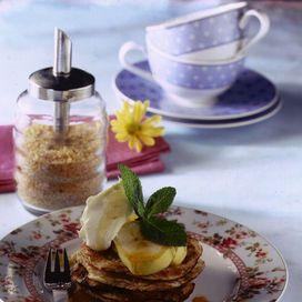 Pancake profumati al cocco con banane e yogurt | Donna Moderna