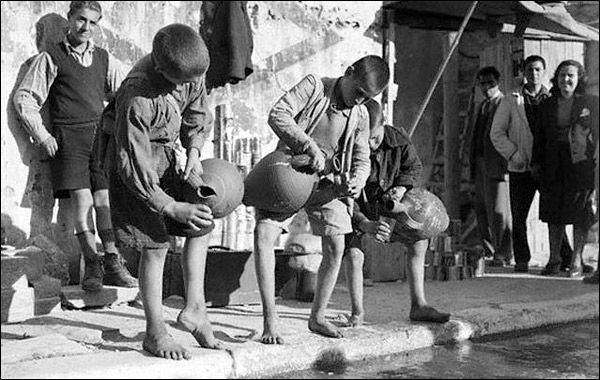 Athens 1946. Children they sell fresh water,at the street.., #solebike, #Athens, #e-bike tours