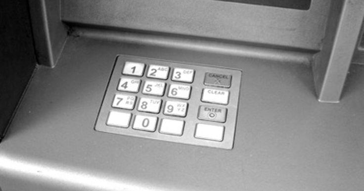 Las desventajas de un cajero automático. Los cajeros automáticos son máquinas que funcionan como cajeros de banco, permitiendo a los clientes realizar funciones bancarias básicas, como hacer depósitos, retiros y la transferencia de dinero entre diferentes cuentas. En lugar de la identificación, los clientes del banco utilizan tarjetas de débito personalizadas para acceder a sus cuentas. ...
