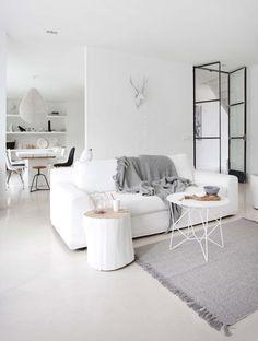 witte woonkamer | white living room | vtwonen 10-2016 | photography: Jeltje Fotografie | styling: Wobke van der Wardt