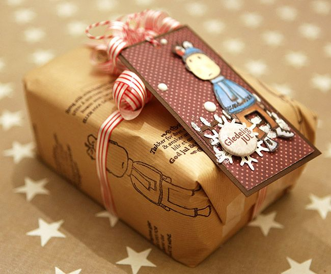 anma.no - 12 Days of Xmas - Handstamped giftwrap + tag created by Dt Ann-Katrin with stamps from MagicMonday.no.