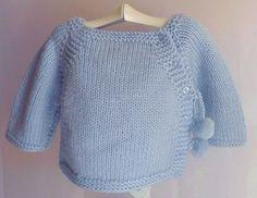 Como toda la ropita de bebe que Blanca Rubio hace, estos jerseys de punto estan fabricados a mano para la primera puesta de tu bebe. Punto a...