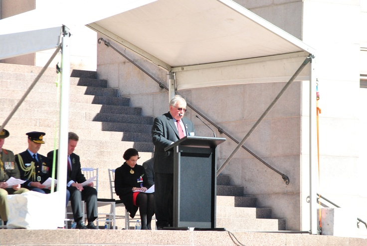 RSL NSW State President Don Rowe addresses guests at the ANZAC Memorial Commemoration Service