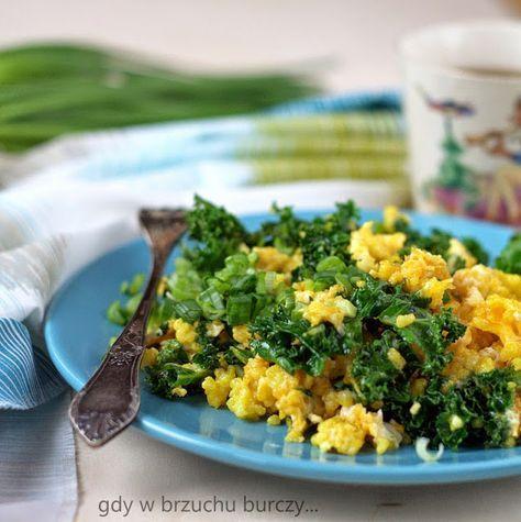 Gdy w brzuchu burczy... : Jajecznica z kaszą jaglaną i jarmużem