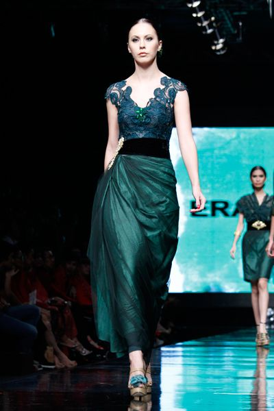 Jade kebaya. Love, love, love the color.