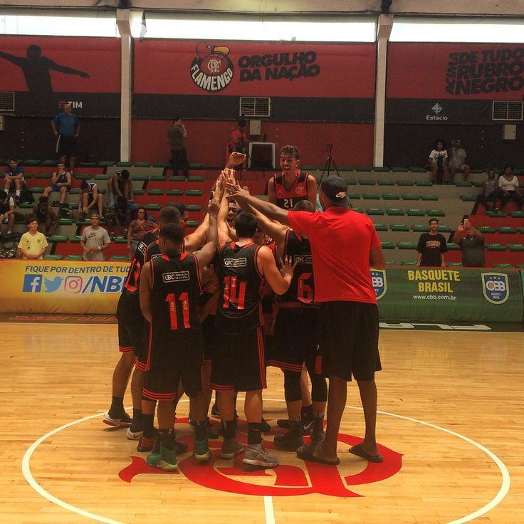 O Flamengo bate o São José por 68x56 e segue na briga pela classificação para a semifinal da LDB. Isso é #TimeFlamengo! 🏀💪🏼😎